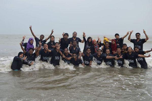 students_beach1